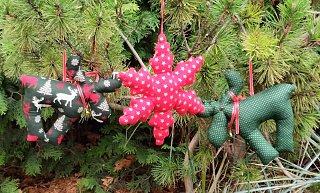 Vánoční sobík a sněhová vločka